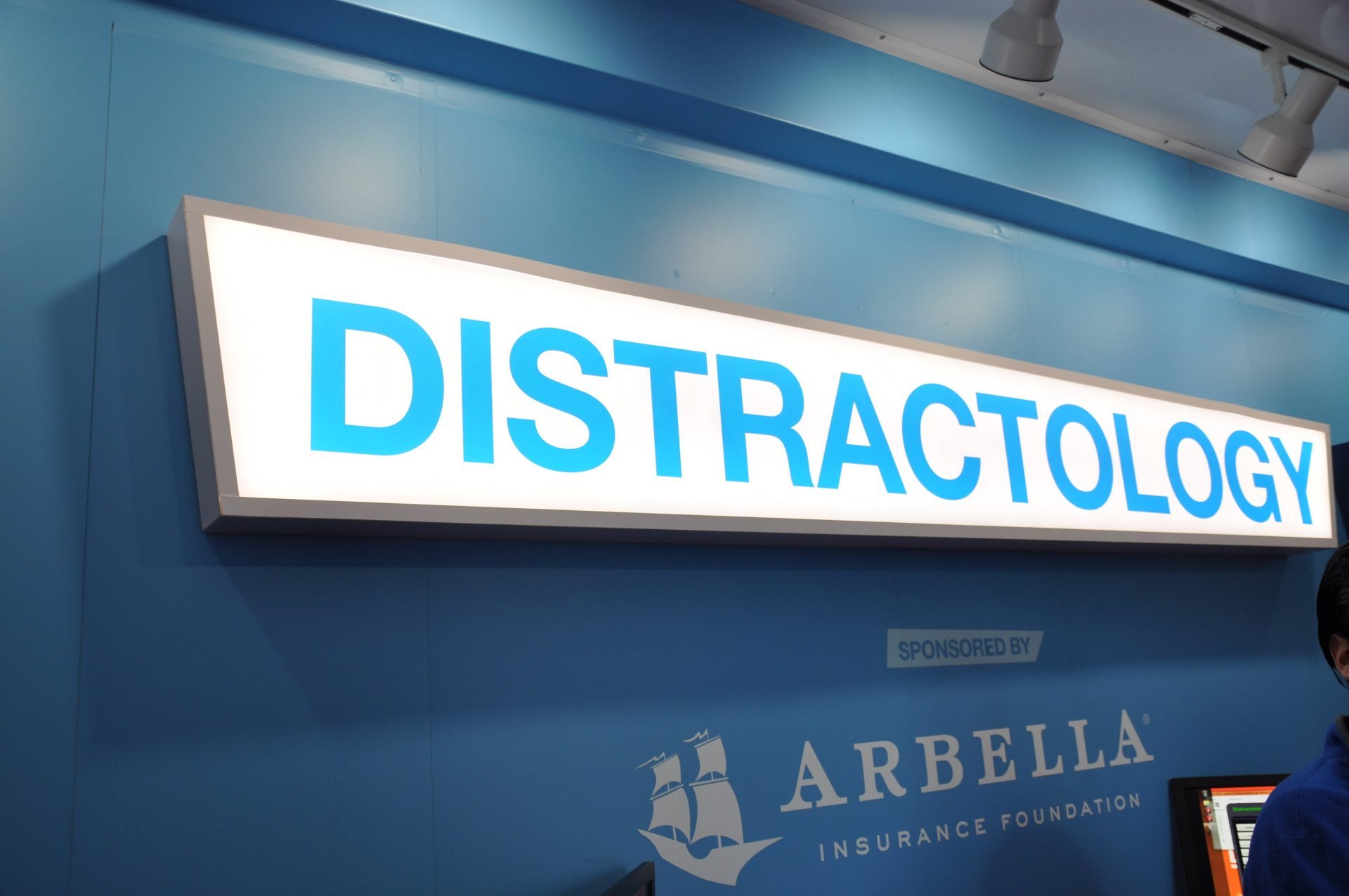Distractology sign