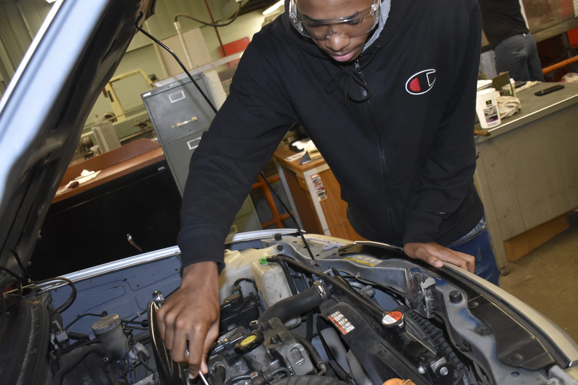 Auto 1 student working on car