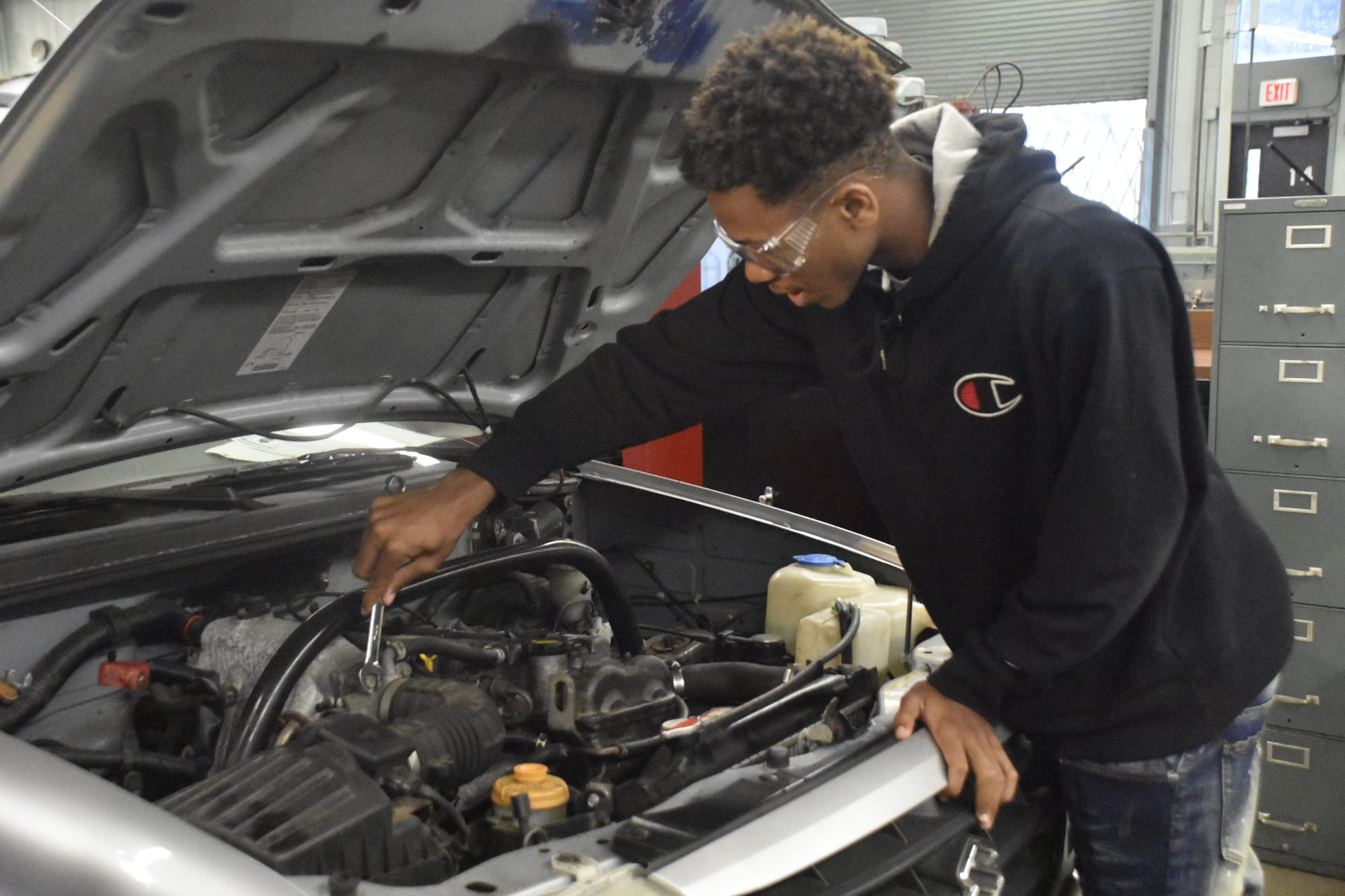 Auto 2020 Student Using Wrench