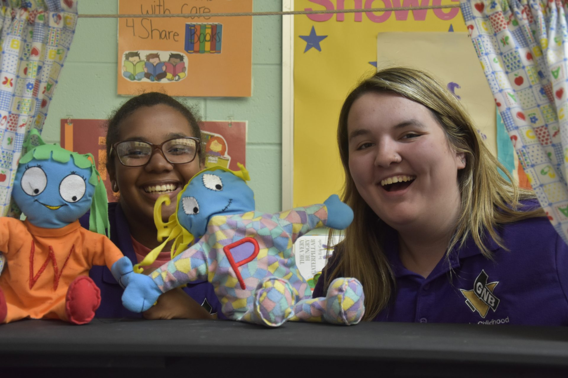 CC girls with puppets