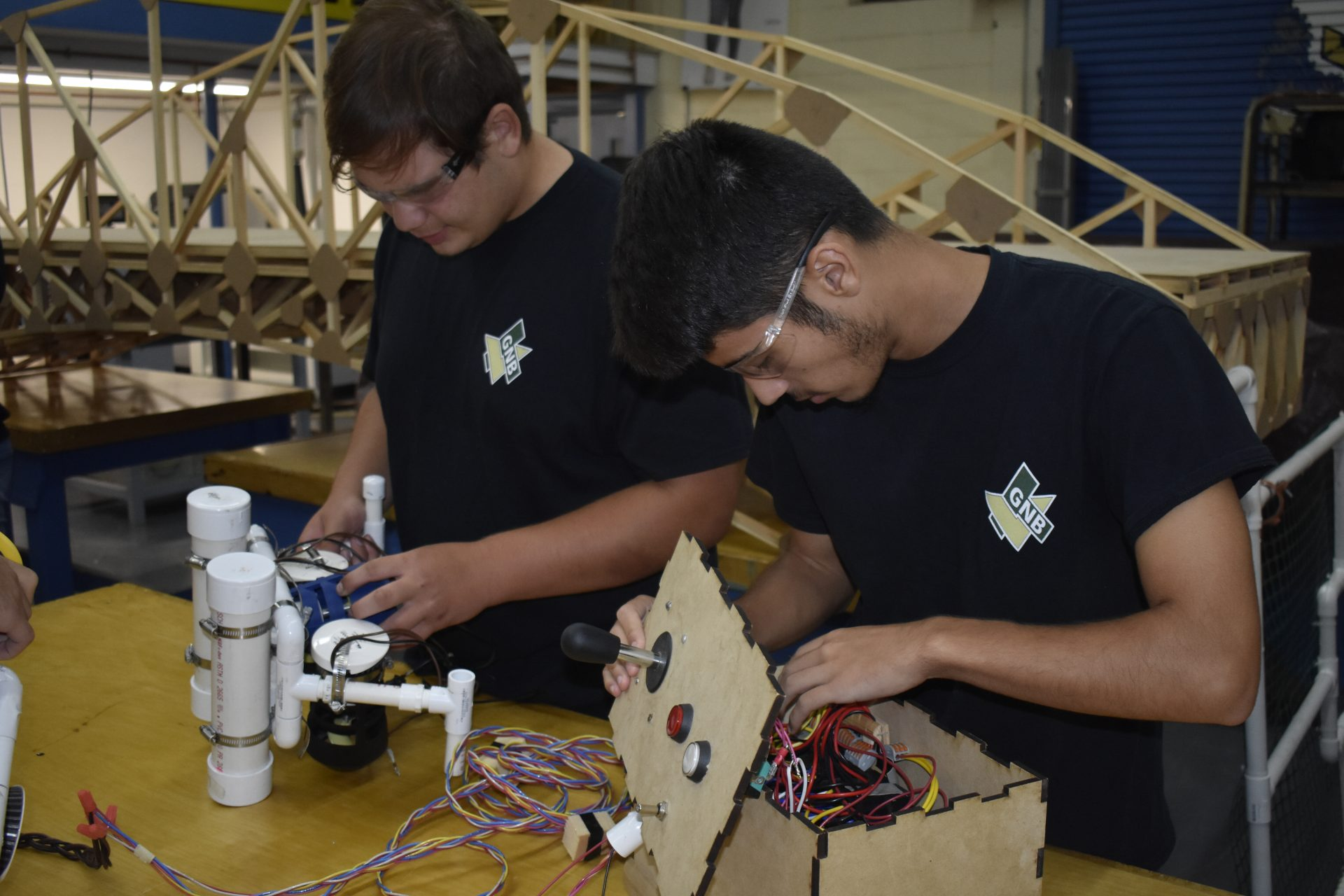 2 students working robot