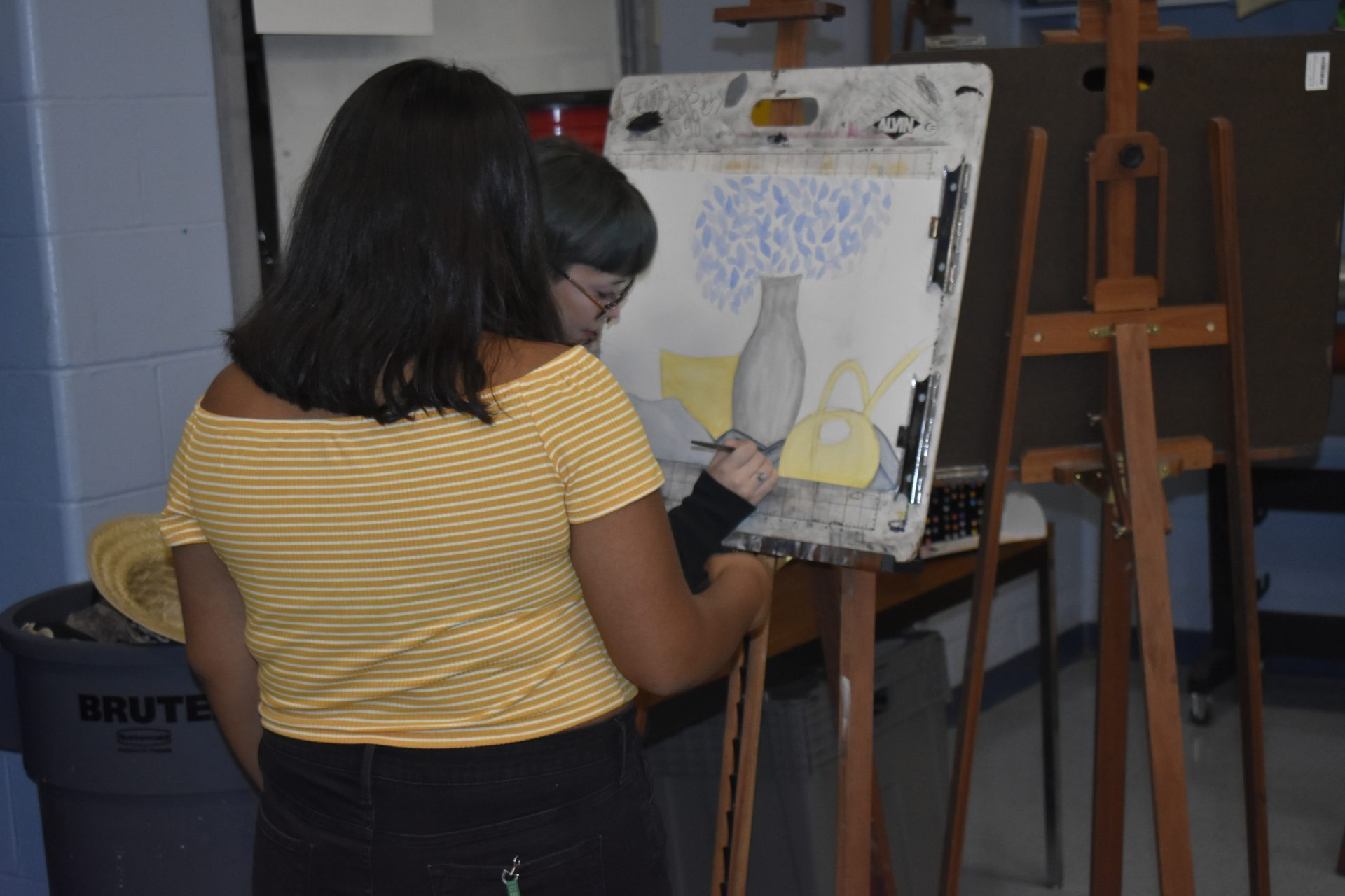 2 students painting a picture