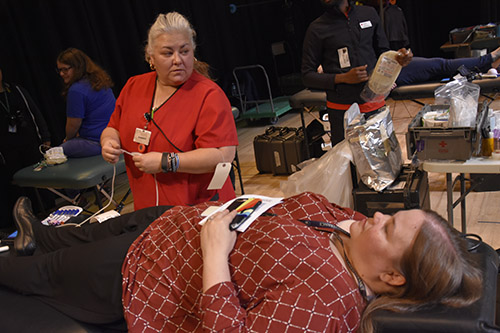 nurse administering iv for blood drive